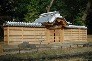 小石川後楽園唐門の完成|東京都